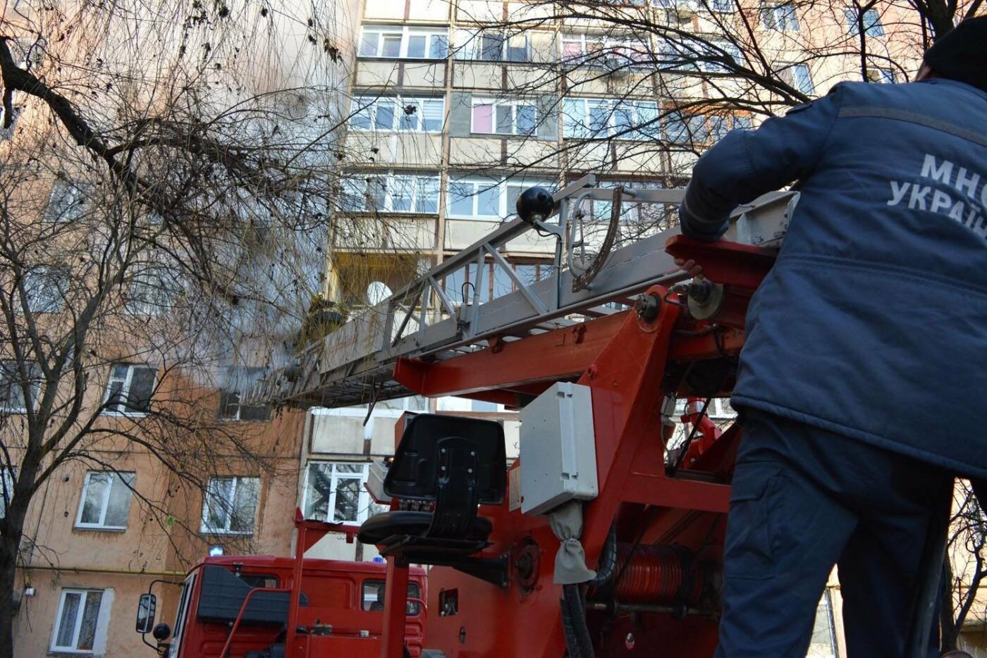 Через пожежу у багатоповерхівці на Годинки в Ужгороді евакуювали 20 чоловік, згоріли 2 кімнати (ФОТО, ВІДЕО, УСІ ПОДРОБИЦІ), фото-11