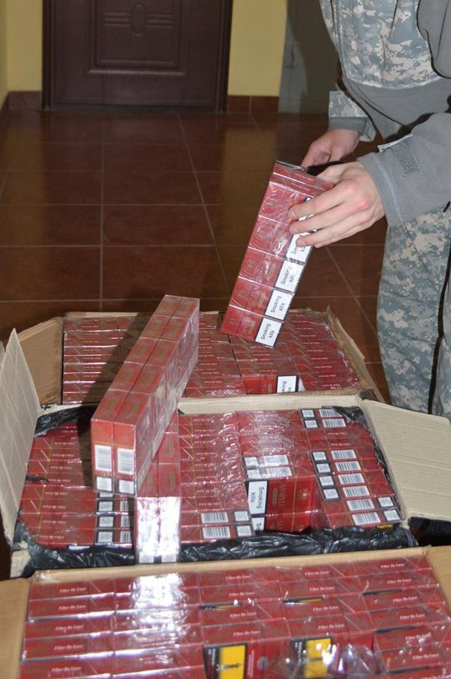 На Закарпатті прикордонники  зупинили спробу  контрабанди  понад півтори тисячі пачок сигарет (ФОТО), фото-1