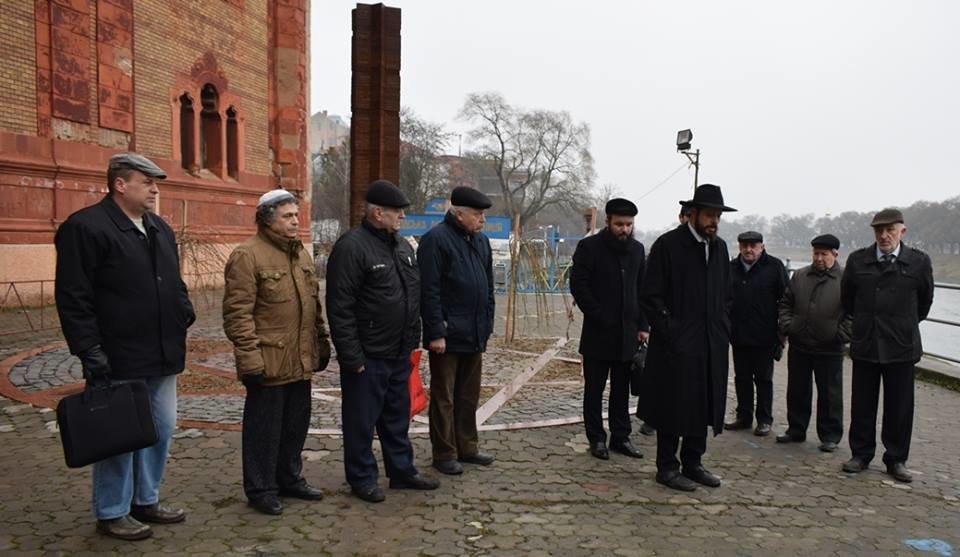 В Ужгороді вшанували пам'ять жертв Голокосту і запалили свічки пам'яті: фото, фото-1