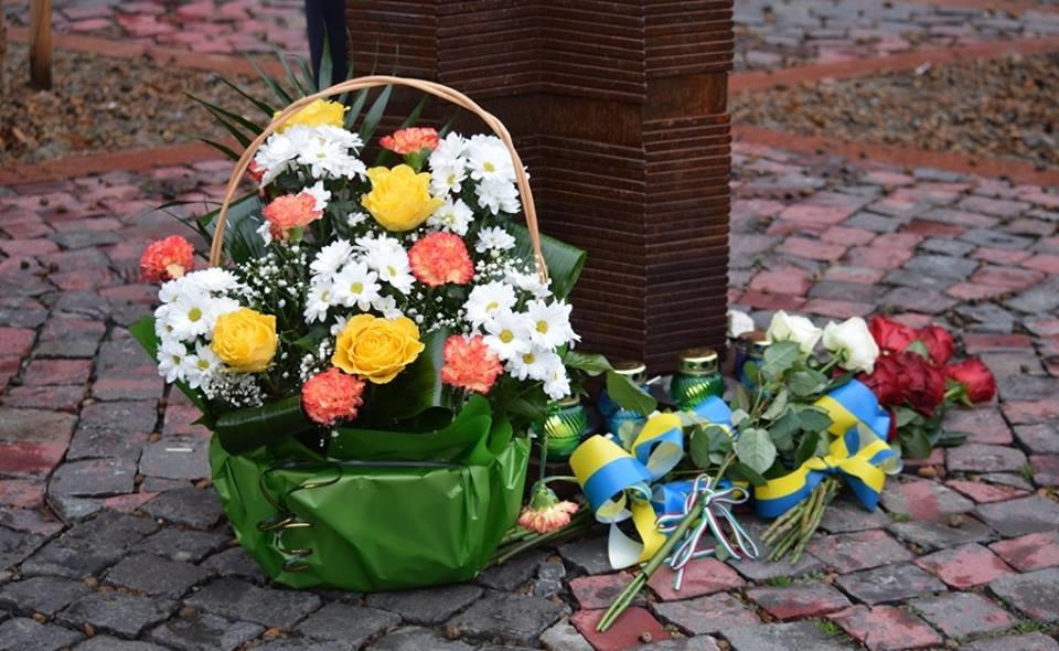 В Ужгороді вшанували пам'ять жертв Голокосту і запалили свічки пам'яті: фото, фото-2