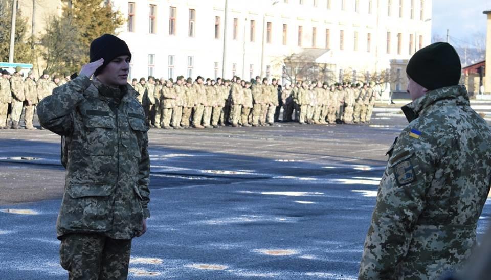 В Ужгороді урочисто вітали бійців 128-ої гірсько-піхотної бригади: фото, фото-7