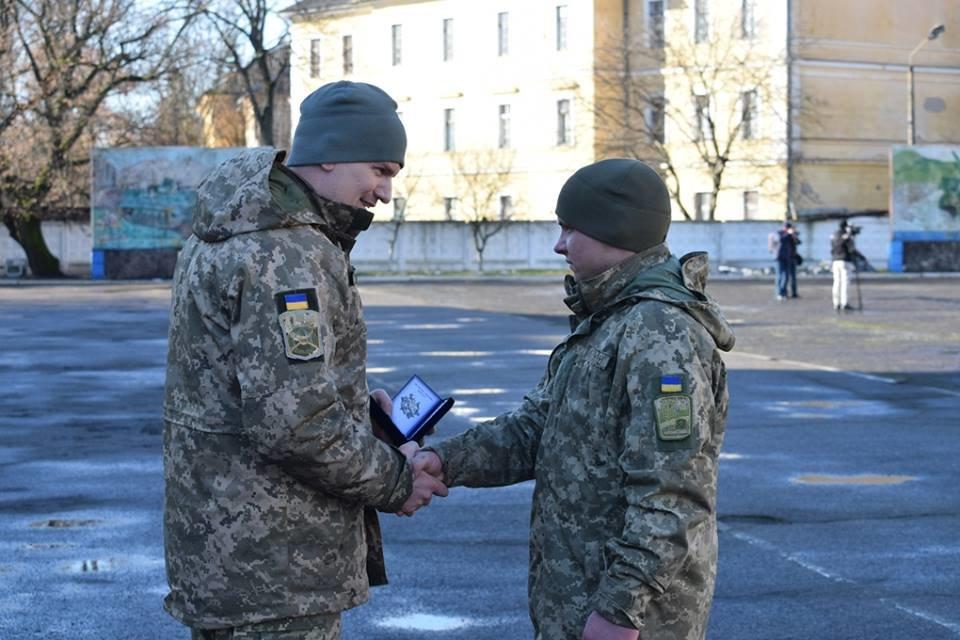 В Ужгороді урочисто вітали бійців 128-ої гірсько-піхотної бригади: фото, фото-11