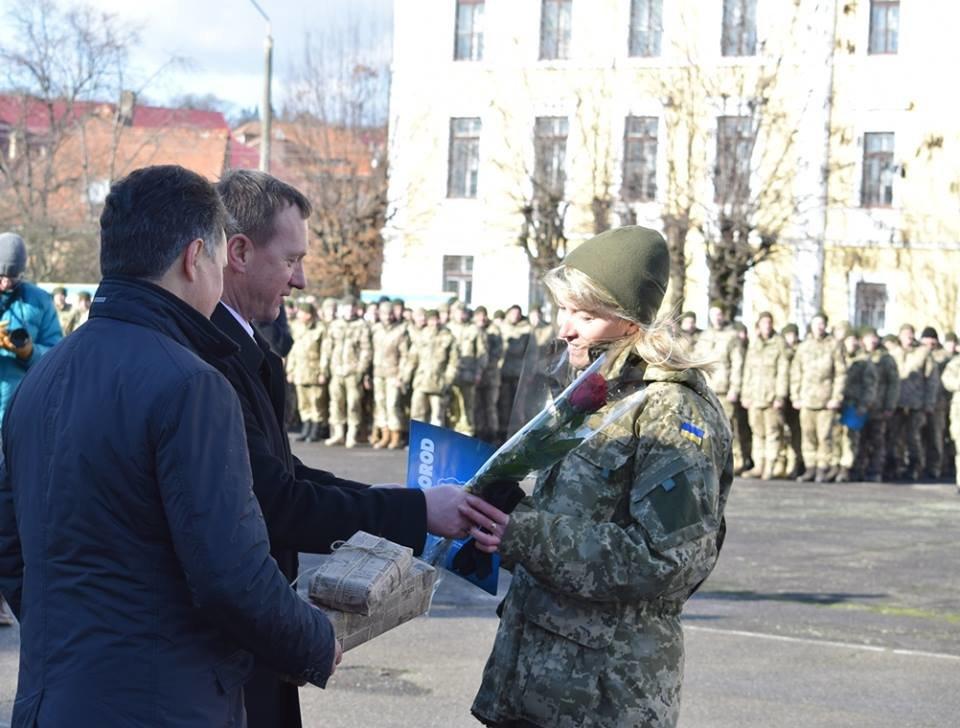 В Ужгороді урочисто вітали бійців 128-ої гірсько-піхотної бригади: фото, фото-12