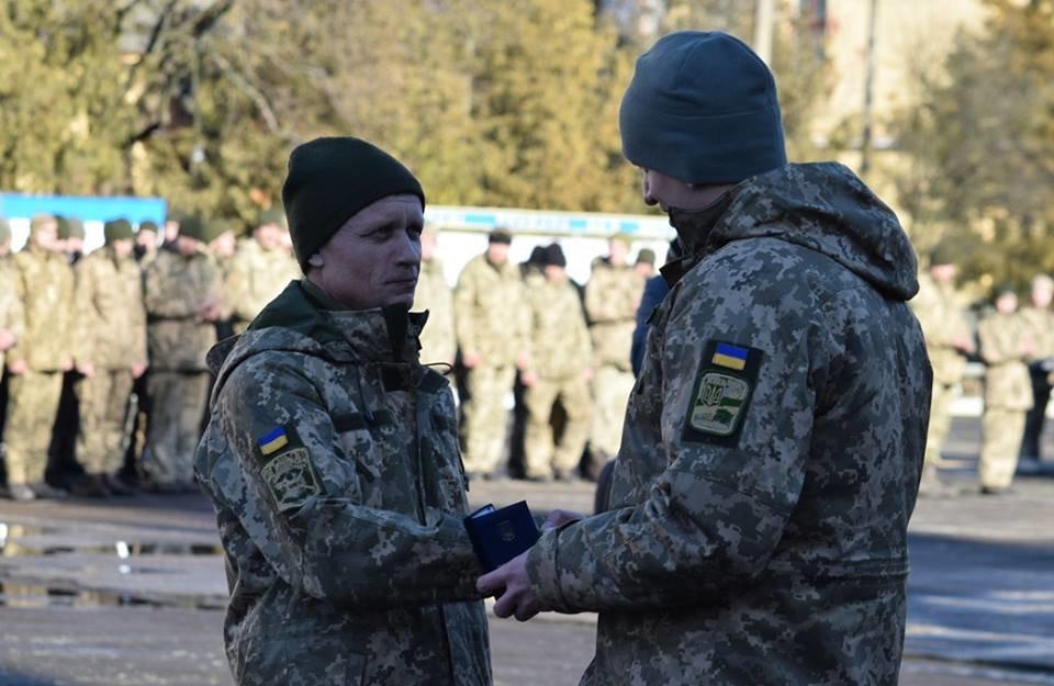 В Ужгороді урочисто вітали бійців 128-ої гірсько-піхотної бригади: фото, фото-13