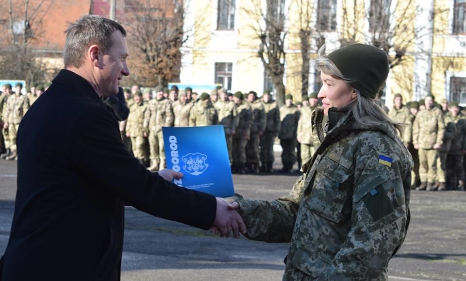 В Ужгороді урочисто вітали бійців 128-ої гірсько-піхотної бригади: фото, фото-14
