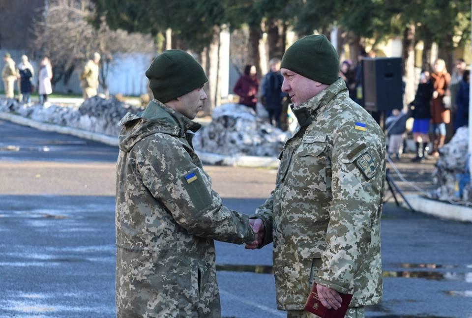 В Ужгороді урочисто вітали бійців 128-ої гірсько-піхотної бригади: фото, фото-18
