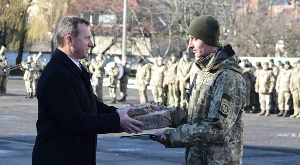 В Ужгороді урочисто вітали бійців 128-ої гірсько-піхотної бригади: фото, фото-15