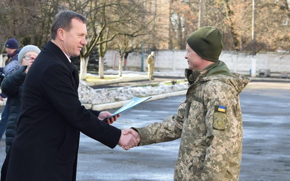 В Ужгороді урочисто вітали бійців 128-ої гірсько-піхотної бригади: фото, фото-16