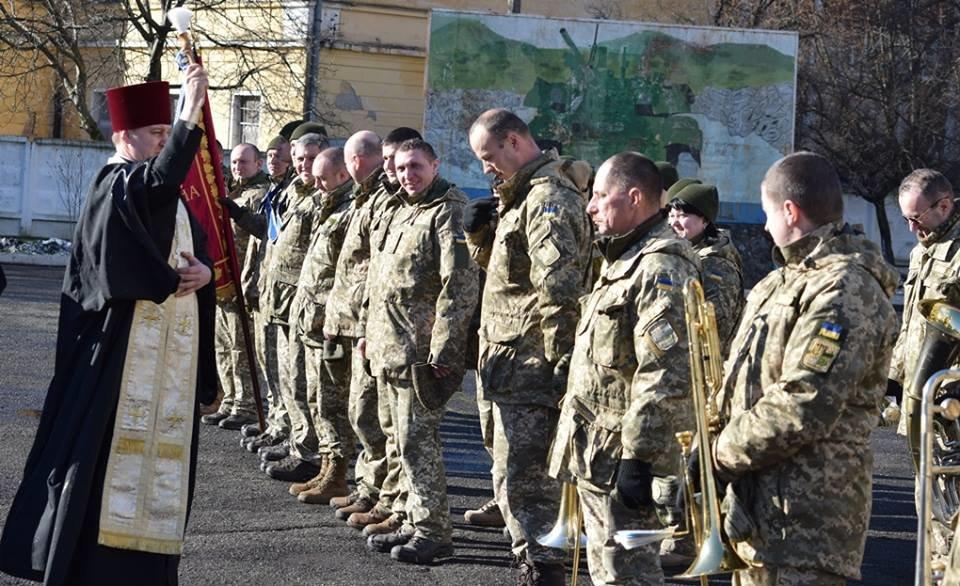 В Ужгороді урочисто вітали бійців 128-ої гірсько-піхотної бригади: фото, фото-2