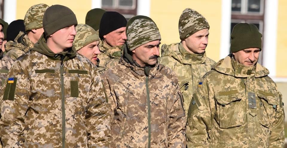 В Ужгороді урочисто вітали бійців 128-ої гірсько-піхотної бригади: фото, фото-20