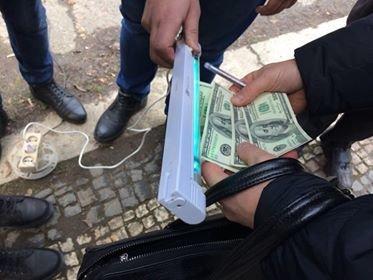 В Ужгороді на хабарі у 400 доларів затримано головного держінспектора ДАБІ в Закарпатській області (ФОТО), фото-2