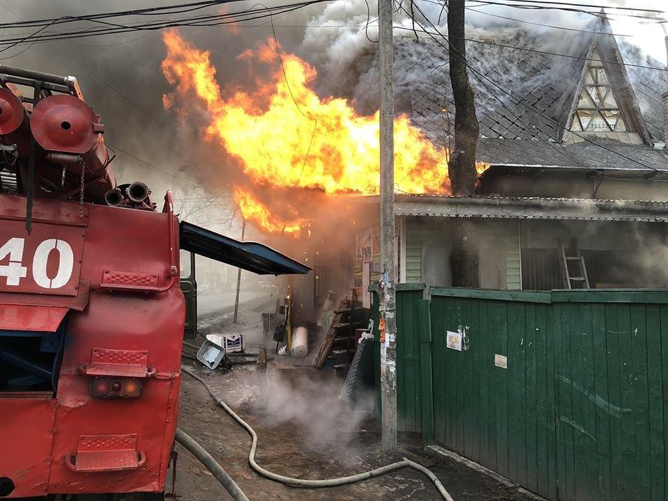 Рахівщина: масштабну пожежу у магазині гасило 10 рятувальників на 4-х спецмашинах (ФОТО), фото-1