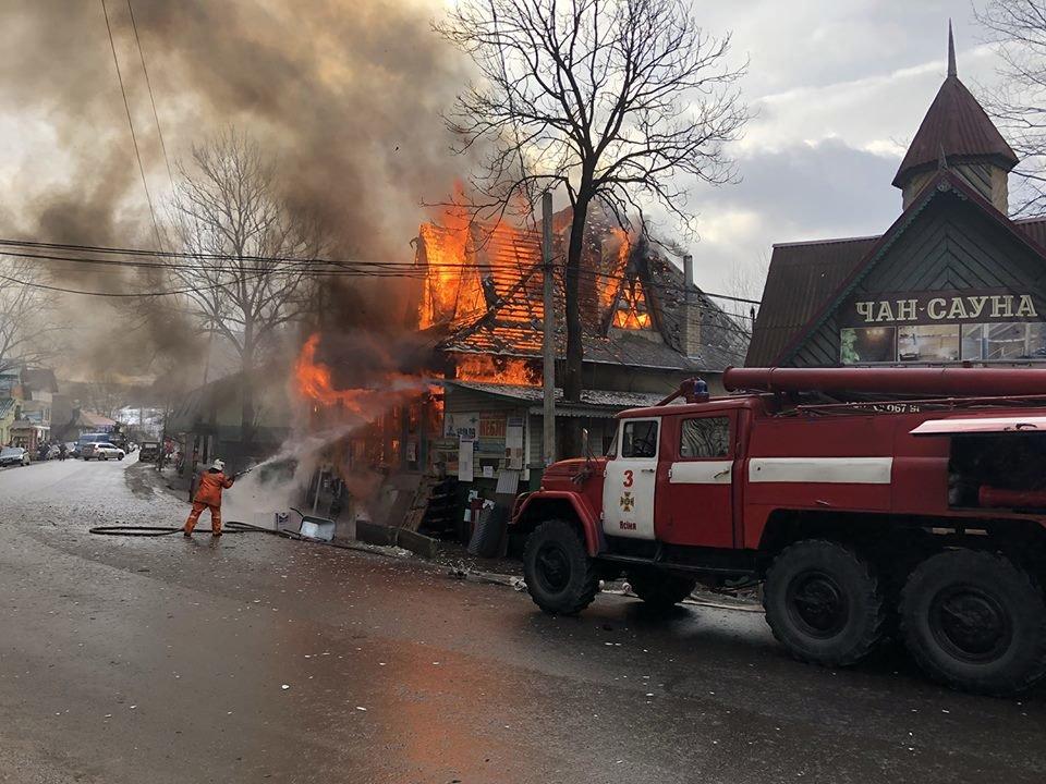 Рахівщина: масштабну пожежу у магазині гасило 10 рятувальників на 4-х спецмашинах (ФОТО), фото-2