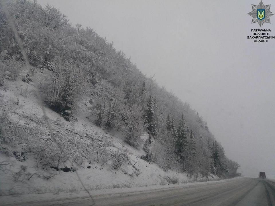 На Закарпатті патрульна поліція повідомила про ускладнення проїзду на Абранському перевалі (ФОТО)., фото-3