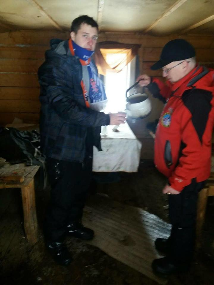 На Закарпатті рятувальники відшукали чотирьох заблукалих у горах туристів: фото, фото-2