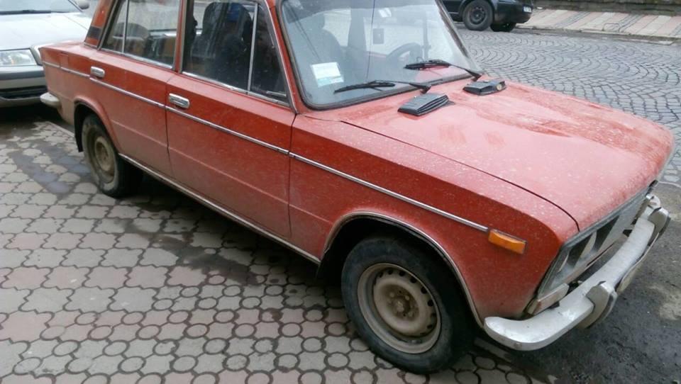 """Серед білого дня у Виноградові 35-річний водій на """"Жигулях"""" збив людину і втік: фото, фото-1"""