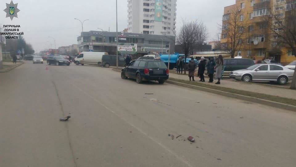 """В Ужгороді біля """"Токіо"""" водій """"Фольксвагена"""" збив 52-річного чоловіка на велосипеді: потерпілого госпіталізували (ФОТО), фото-1"""