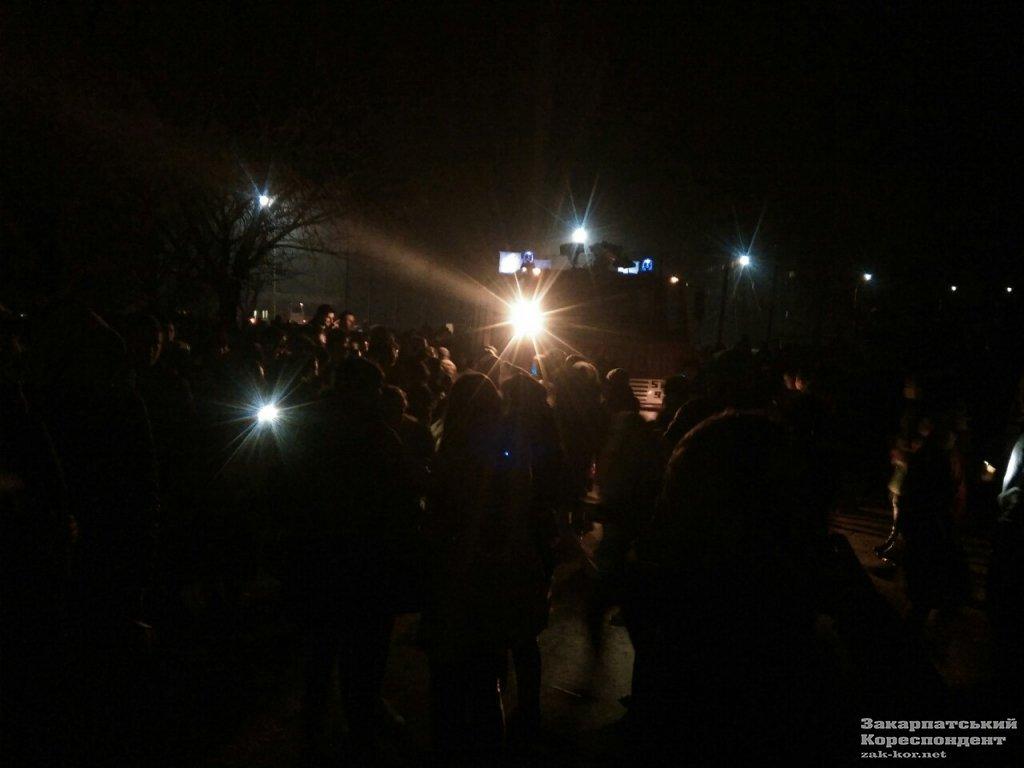 В Ужгороді загорівся 4-й гуртожиток УжНУ: 300 студентів евакуйовано,12 врятували за допомогою пожежних драбин (ФОТО, ОНОВЛЕНО))  , фото-1