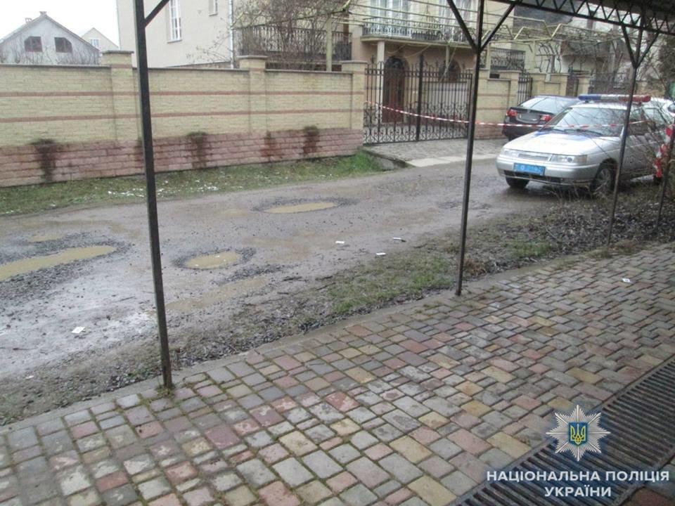 Стрілянина в Ужгороді: п'яний чоловік стріляв у своїх 4-х знайомих (ФОТО), фото-2