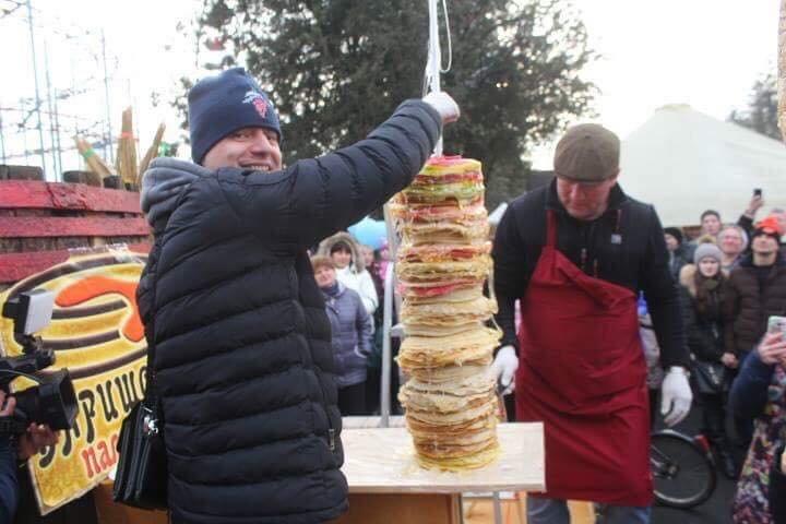 """Рекорд на """"Варишській палачінті"""": у Мукачеві збудували вежу із 1000 млинців (ФОТО), фото-4"""
