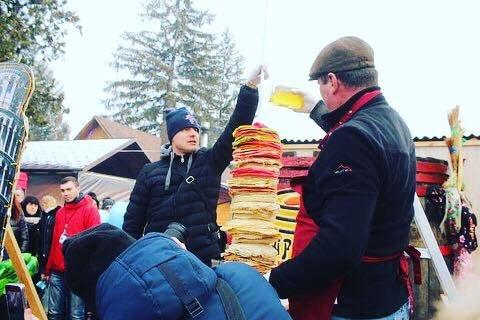 """Рекорд на """"Варишській палачінті"""": у Мукачеві збудували вежу із 1000 млинців (ФОТО), фото-6"""