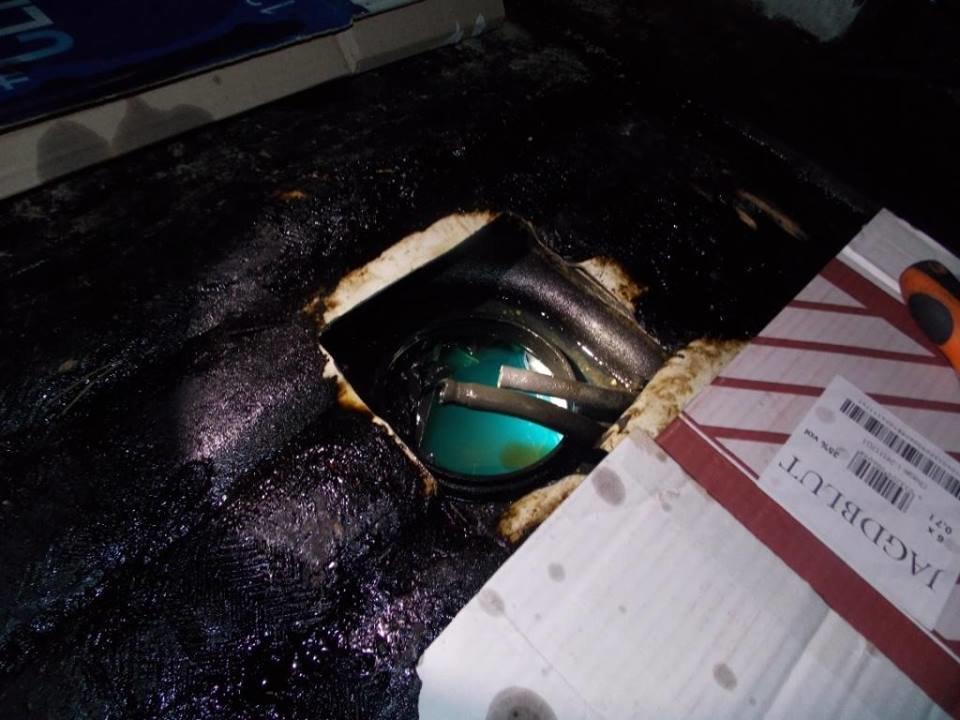 """На КПП """"Тиса"""" службовий собака знайшов у баці """"Мерседеса"""" закарпатця 180 пачок цигарок (ФОТО), фото-2"""