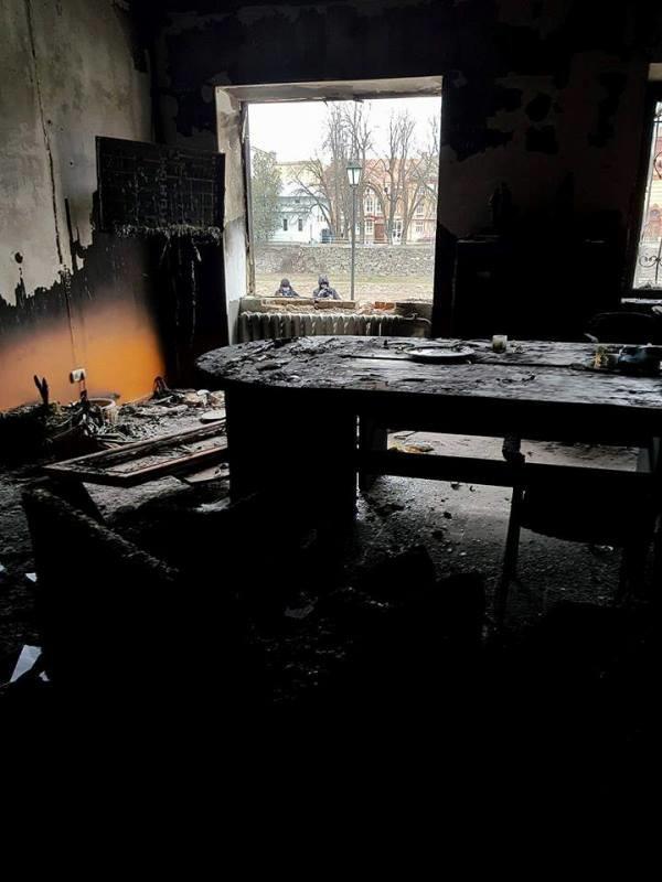 Це дівчина? Камери зафіксували підривника і момент вибуху в офісі угорців в Ужгороді (ВІДЕО), фото-1