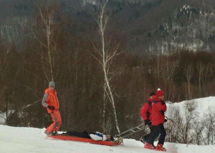 На Красії розбився 25-річний одесит: непритомного лижника госпіталізували, у нього  численні травми голови (ФОТО), фото-1