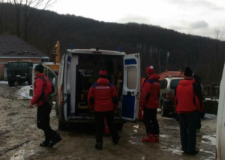 На Красії розбився 25-річний одесит: непритомного лижника госпіталізували, у нього  численні травми голови (ФОТО), фото-2