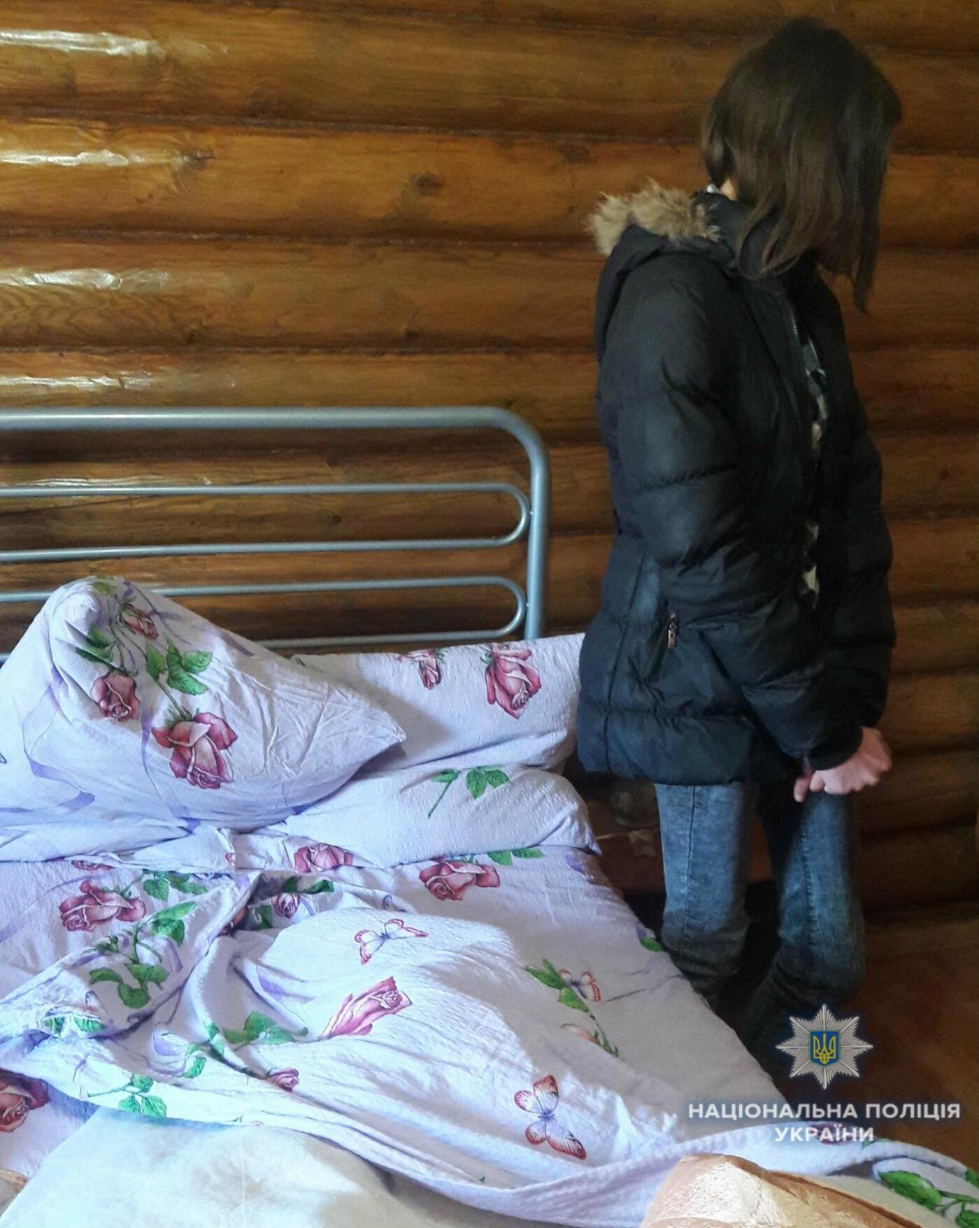 Шукали клієнтів в Інтернеті: 19-річна і 43-річна повії продавали тіло у Сваляві за 1500 гривень (ФОТО), фото-3