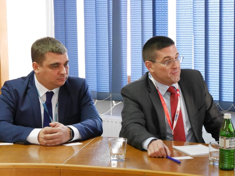 """В Ужгород приїхали комісари ОБСЄ: питали про вибух в офісі """"Товариства угорців Закарпаття"""" (ФОТО), фото-1"""