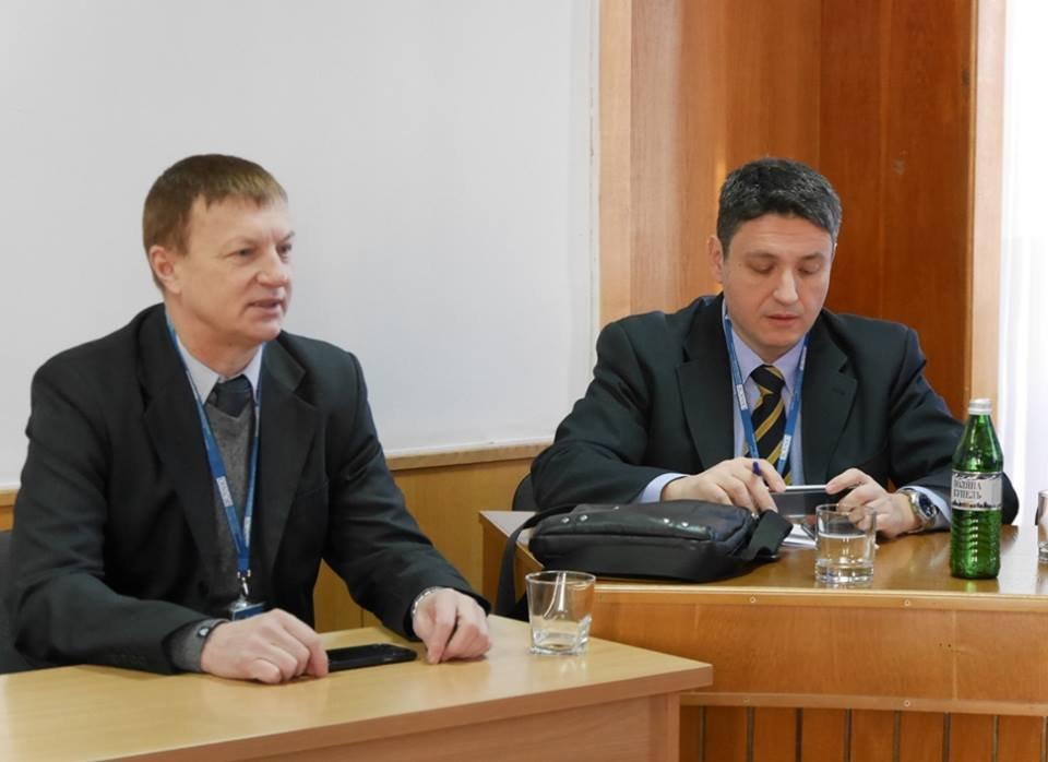 """В Ужгород приїхали комісари ОБСЄ: питали про вибух в офісі """"Товариства угорців Закарпаття"""" (ФОТО), фото-3"""