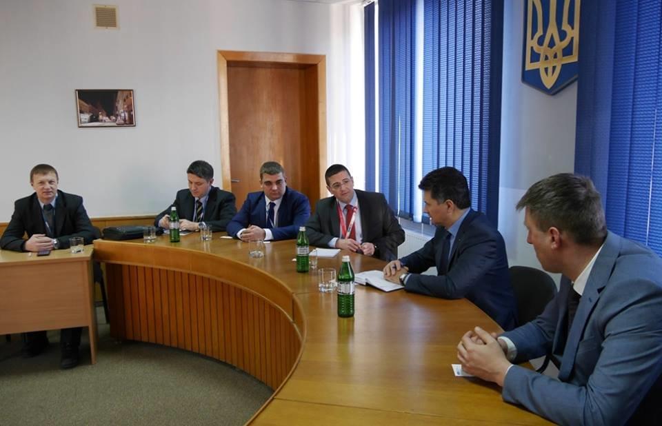 """В Ужгород приїхали комісари ОБСЄ: питали про вибух в офісі """"Товариства угорців Закарпаття"""" (ФОТО), фото-2"""