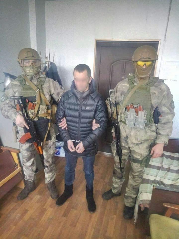Нацполіція затримала трьох осіб, причетних до вибуху в офісі угорців в Ужгороді: організатора розшукують (ФОТО), фото-1