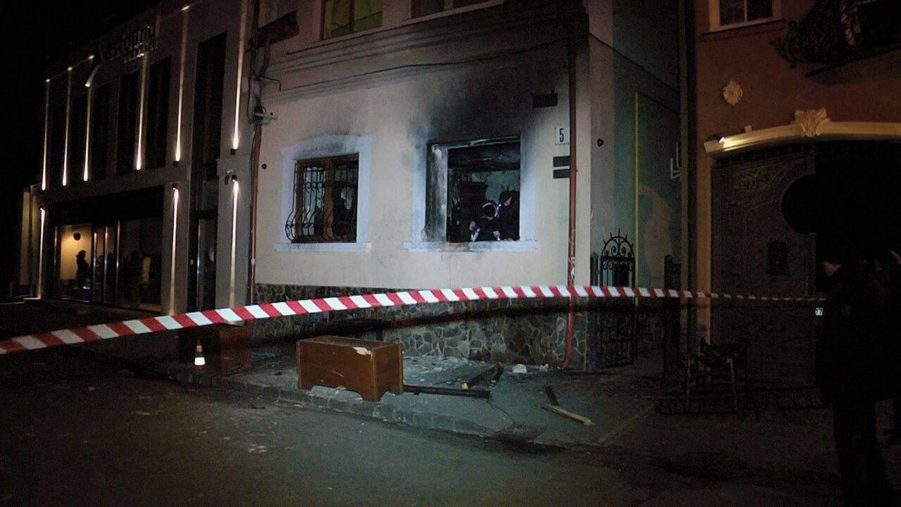 Нацполіція затримала трьох осіб, причетних до вибуху в офісі угорців в Ужгороді: організатора розшукують (ФОТО), фото-3