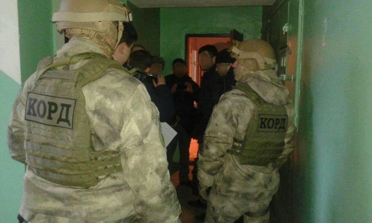 Нацполіція затримала трьох осіб, причетних до вибуху в офісі угорців в Ужгороді: організатора розшукують (ФОТО), фото-2