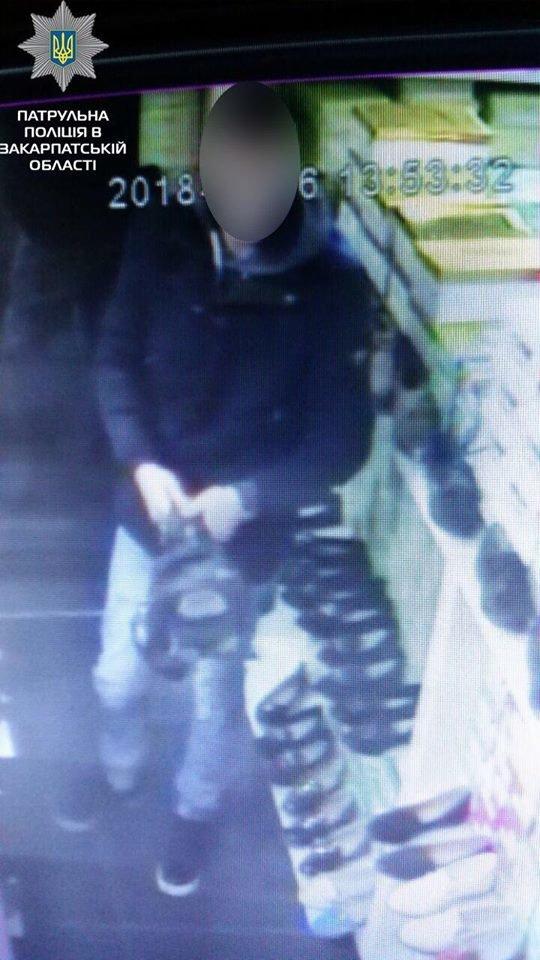 """Разом крали взуття з магазину: в Ужгороді жінка здала поліції свого """"напарника"""", бо він обікрав і її (ФОТО), фото-5"""