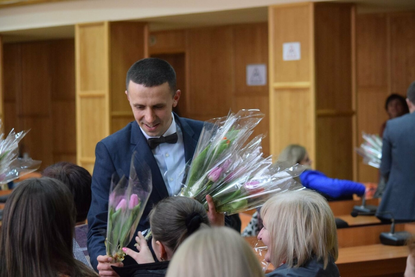 Андріїв з відпустки зателефонував в ужгородську мерію, щоб привітати жінок, які залишилися на роботі (ФОТО), фото-10
