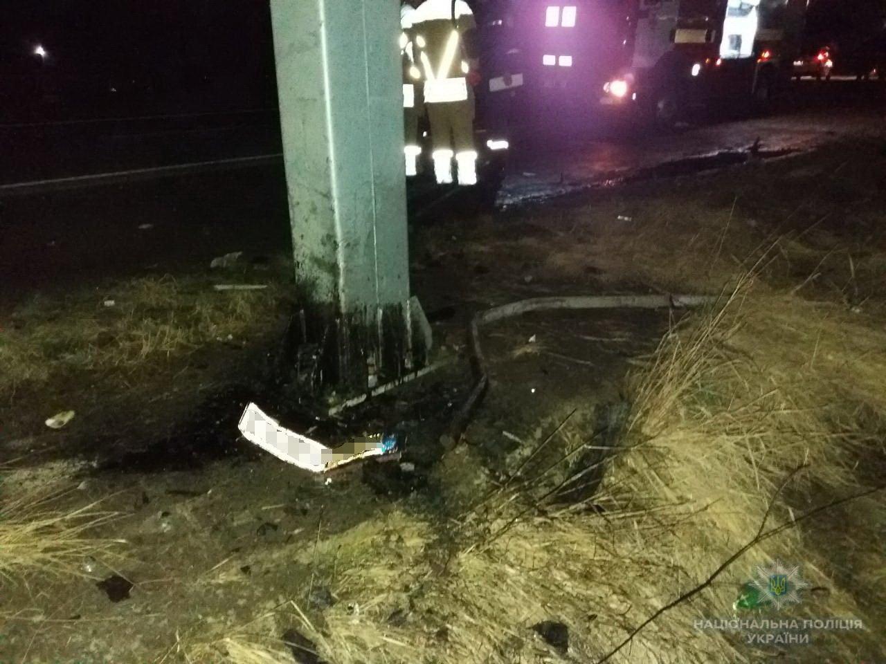 """На трасі у Баранинцях біля Ужгорода """"Мерседес"""" в'їхав у бетонний стовп: від отриманих травм 45-річний водій помер (ФОТО), фото-2"""