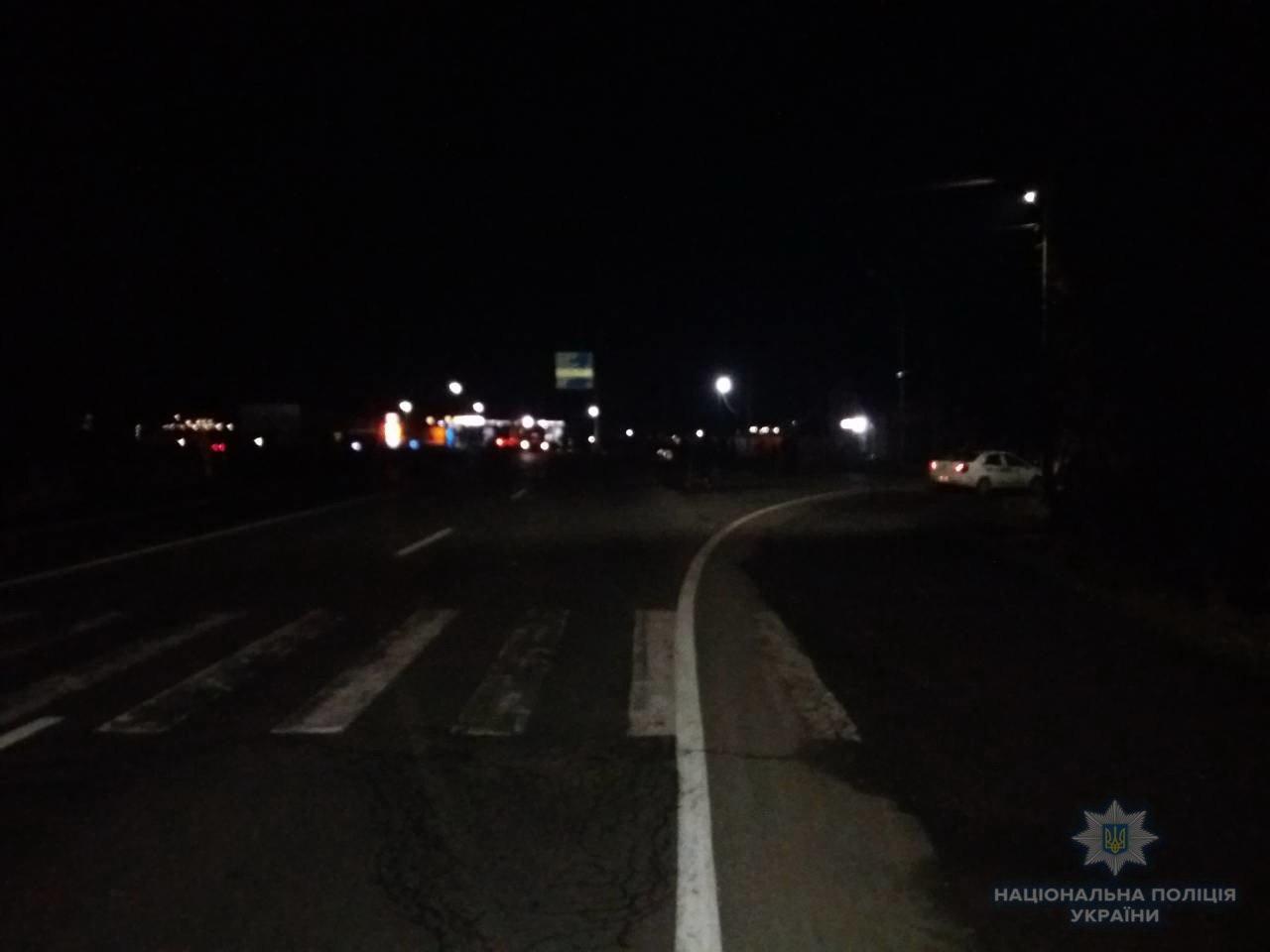 """На трасі у Баранинцях біля Ужгорода """"Мерседес"""" в'їхав у бетонний стовп: від отриманих травм 45-річний водій помер (ФОТО), фото-1"""