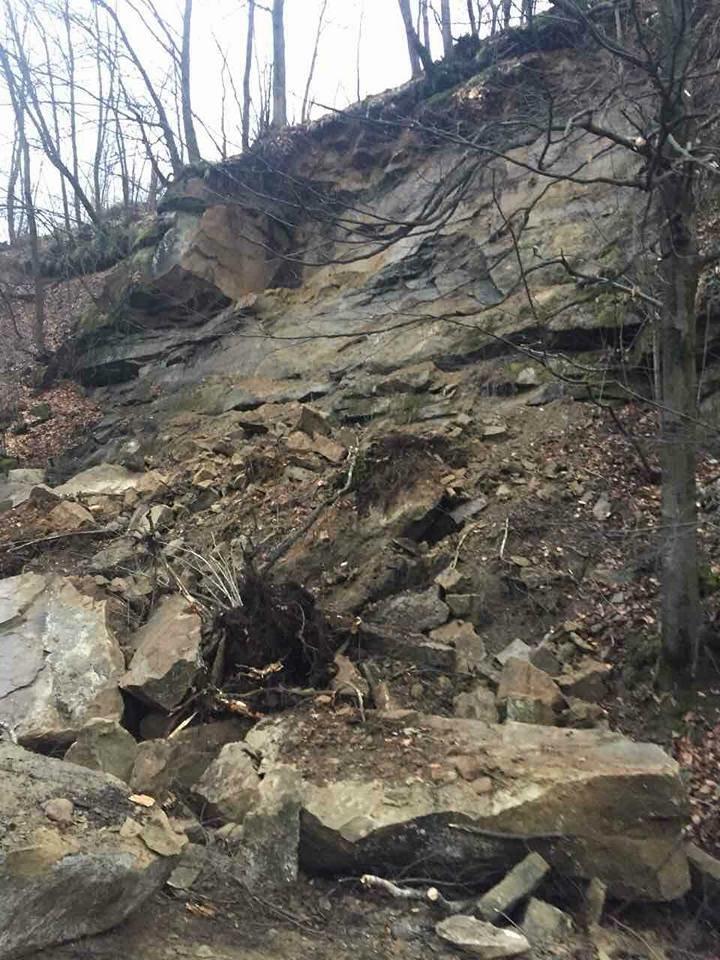 На Тячівщині на дорогу звалилася скеля: на місці працюють рятувальники, дорожники та поліція (ФОТО, ВІДЕО), фото-7