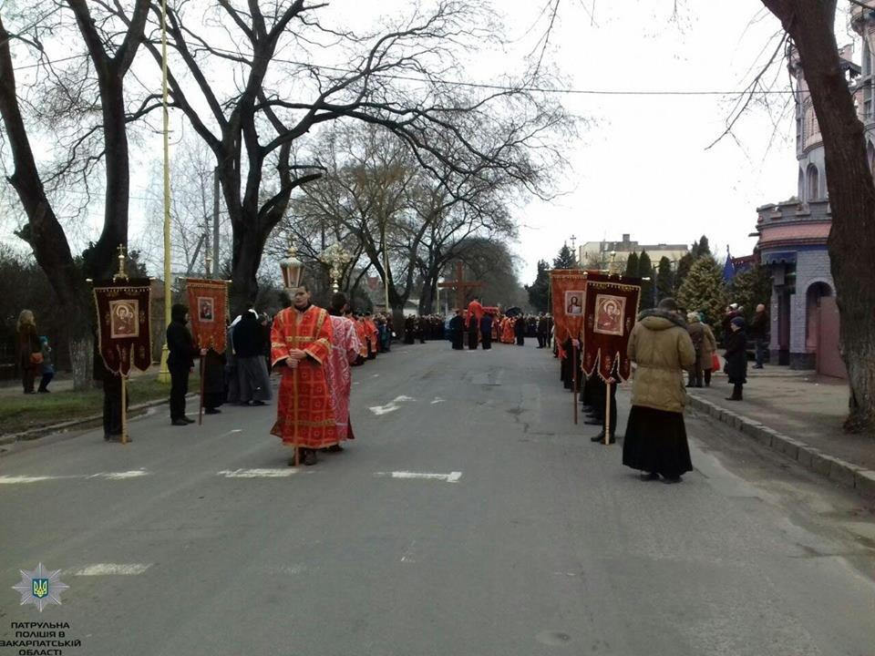 Більше 2000 закарпатців взяли участь у Хресній ході вулицями Ужгорода (ФОТО), фото-1