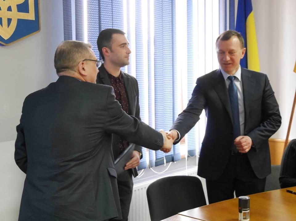 """Пасажиромісткість - 104 особи, розгін - до хвилини: в Ужгороді підписали договір з """"Електротрансом"""" на 10 нових автобусів (ФОТО), фото-3"""