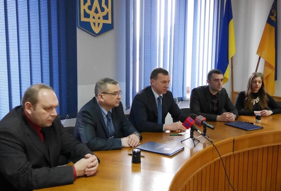 """Пасажиромісткість - 104 особи, розгін - до хвилини: в Ужгороді підписали договір з """"Електротрансом"""" на 10 нових автобусів (ФОТО), фото-1"""