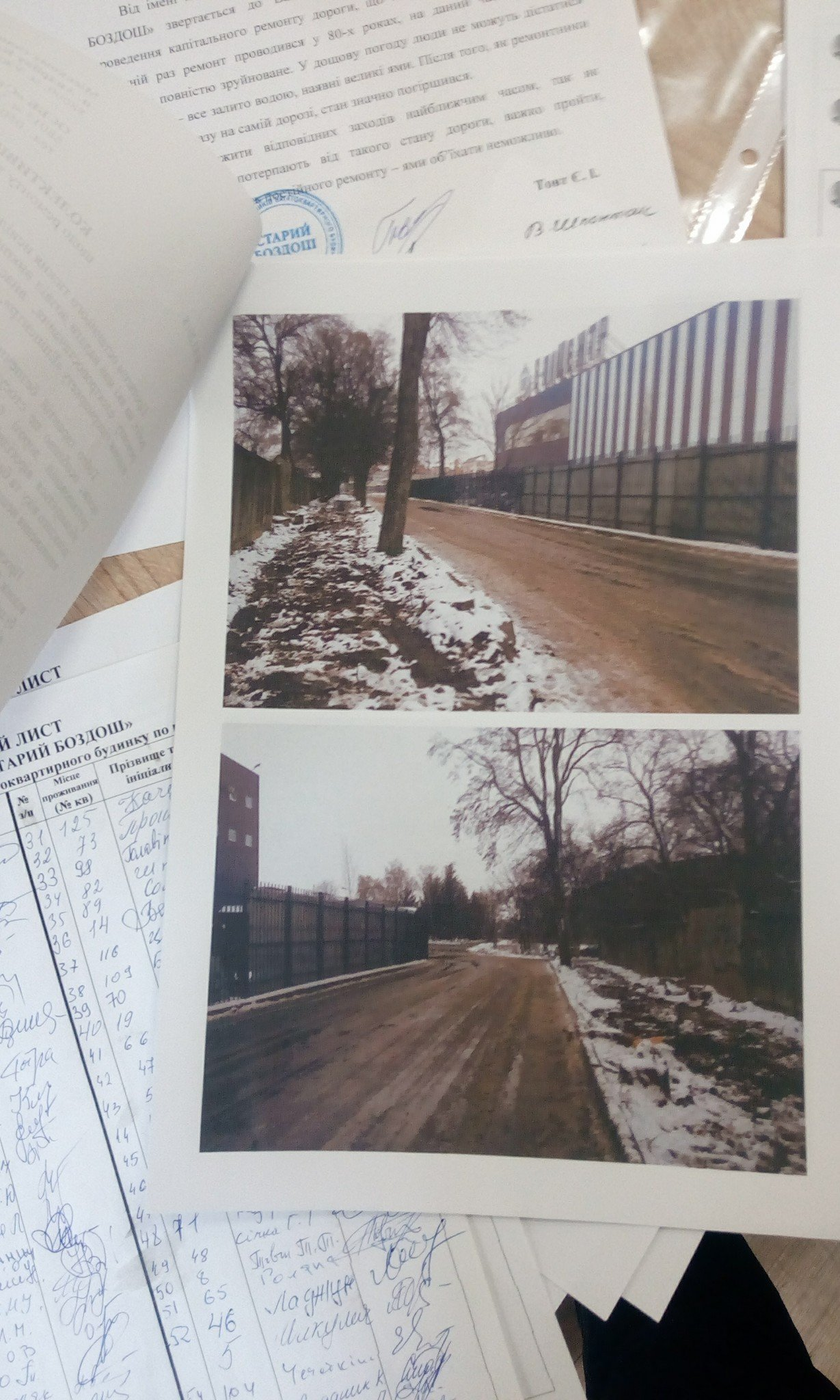 Набридло: мешканці вулиці Баб'яка в Ужгороді прийшли в мерію з вимогою відремонтувати дорогу та тротуар (ФОТО), фото-3