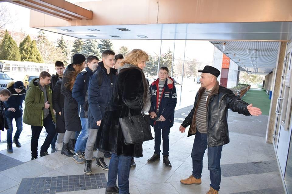 """Навчання в Ужгороді: через витік хлору на """"Водоканалі"""" евакуювали 335 людей, постраждало двоє працівників  (ФОТОРЕПОРТАЖ), фото-3"""