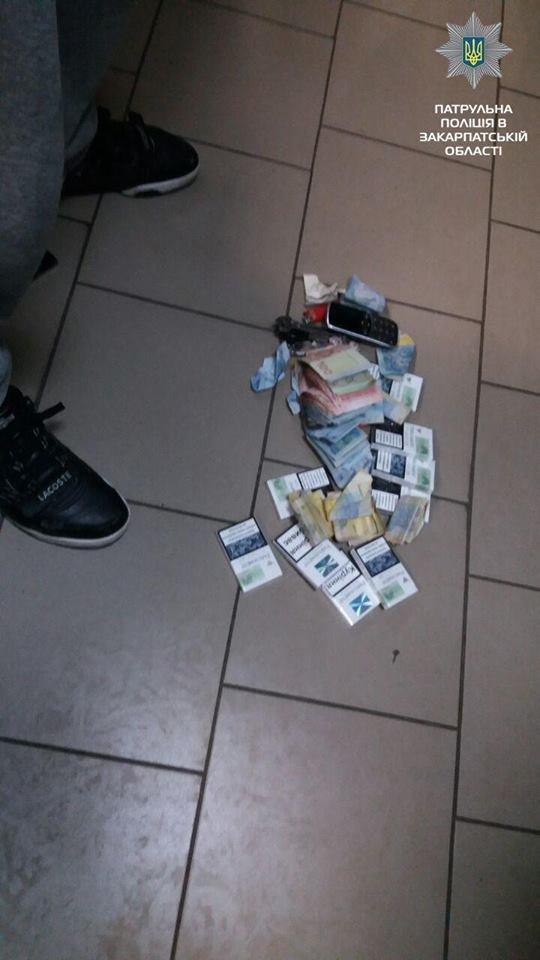 """Сховався у кутку: в Ужгороді у магазині на Краснодонців """"на гарячому"""" затримали злодія (ФОТО), фото-2"""