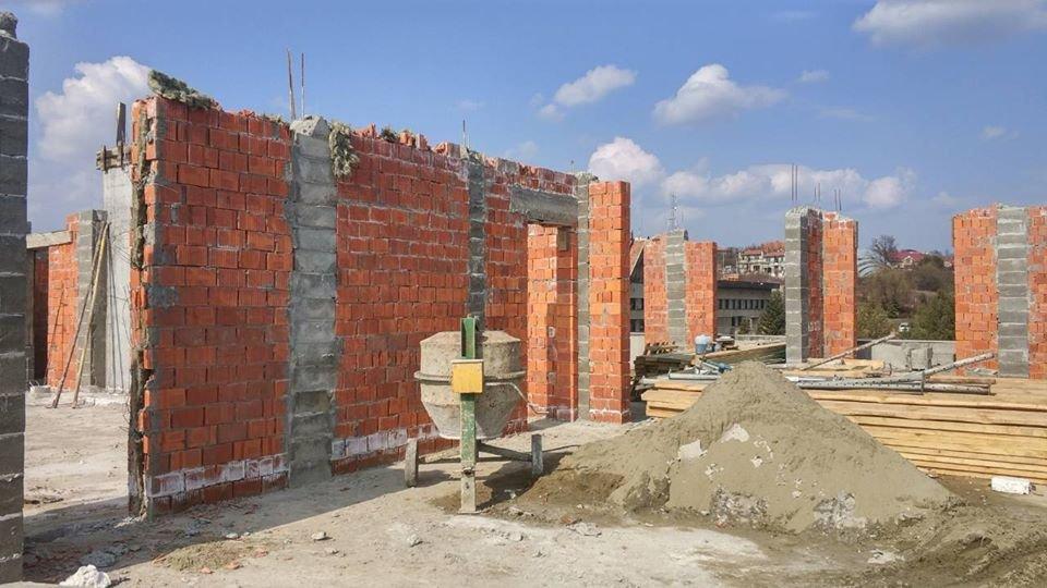 Квартир не буде: в Ужгороді забудовника змусили демонтувати 8-й поверх (ФОТО), фото-1