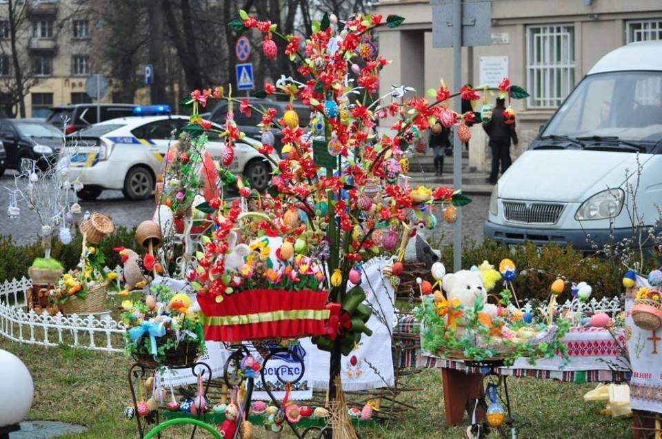 Національний рекорд в Ужгороді: на площі Народній виставили 17 000 писанок (ФОТО, ВІДЕО), фото-14