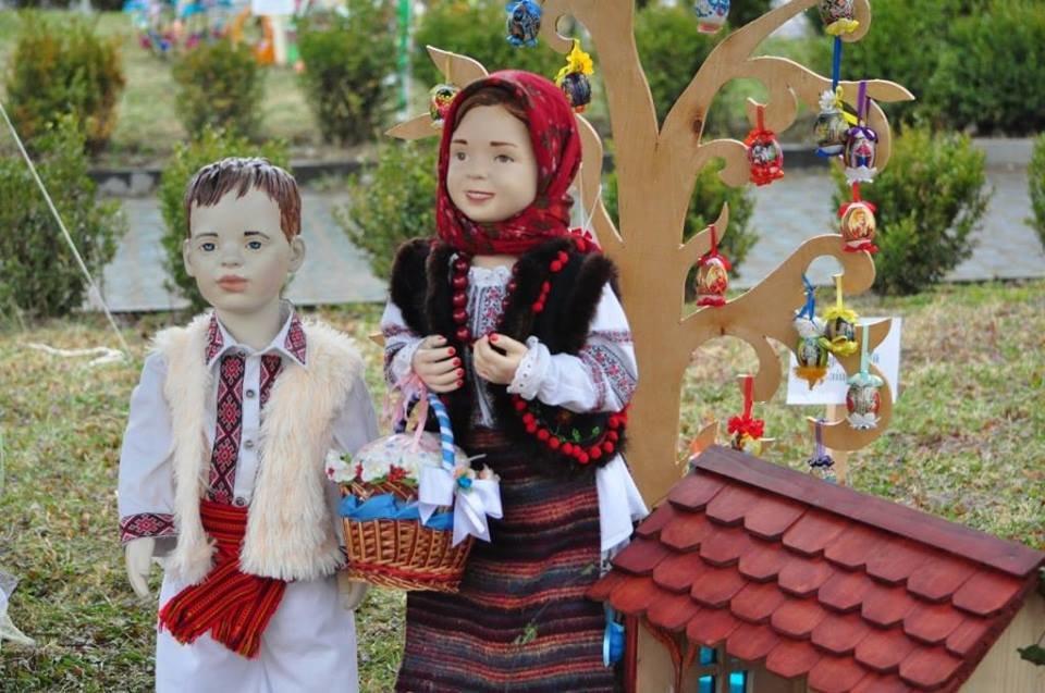 Національний рекорд в Ужгороді: на площі Народній виставили 17 000 писанок (ФОТО, ВІДЕО), фото-12